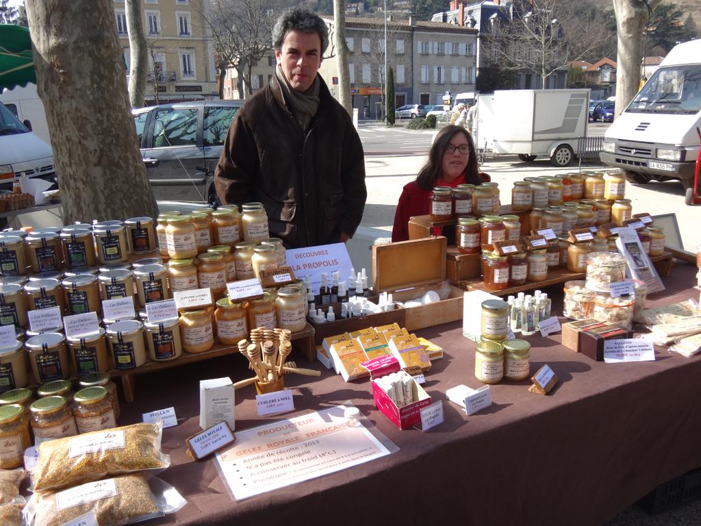 Bruno (avec sa fille Claire-Marie) au marché de Tournon le samedi matin