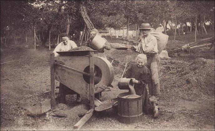 Vanoir en activité pour trier le grain - Début du XXème siècle