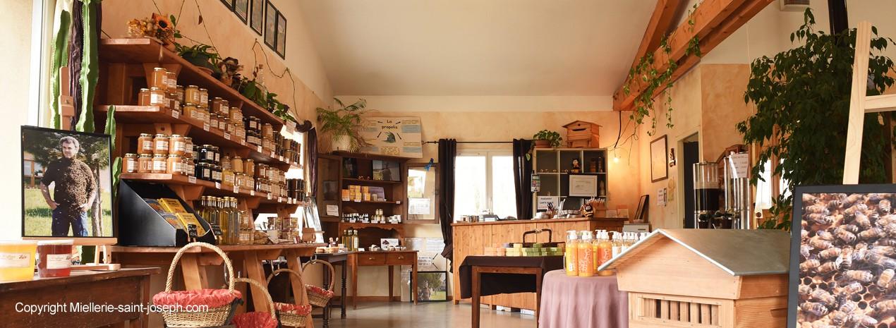 Notre miellerie à Bren : rendez-vous à la boutique !