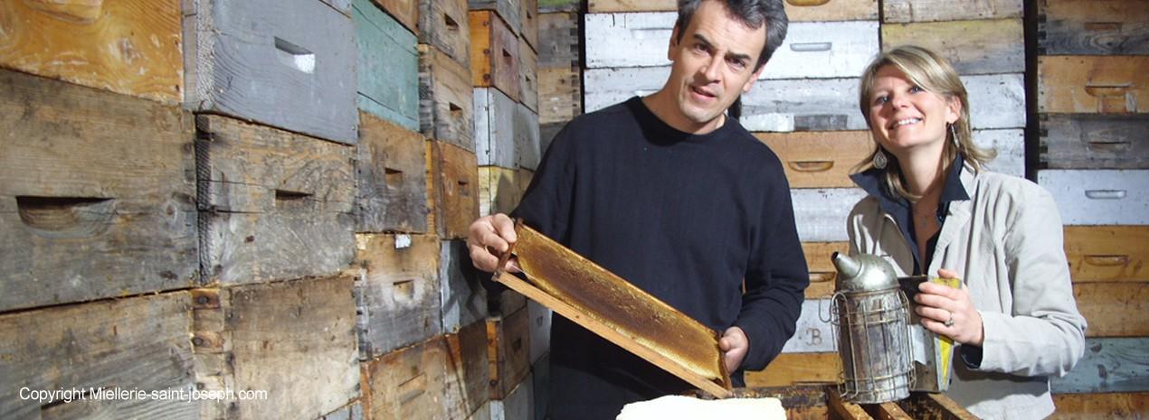 Bruno et Emmanuelle Camus, apiculteurs drômois